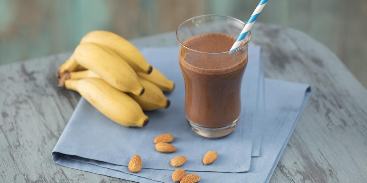 shake-cacau-banana-amendoa-receitas-nestle