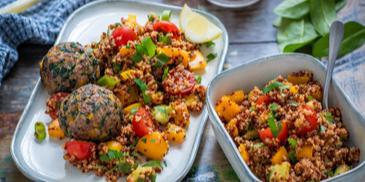 Rinderhackbällchen mit buntem Quinoa-Salat