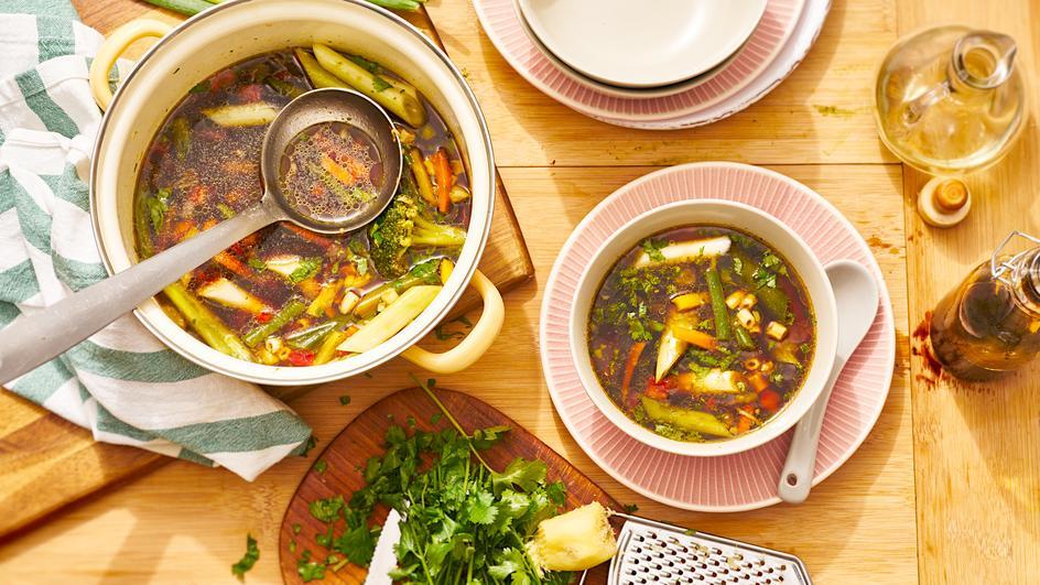 Asiatische Gemüse-Suppe