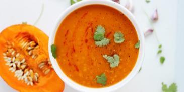 Zupa dyniowa na ostro z czerwoną soczewicą