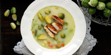 Zupa brukselkowa z grillowanym kurczakiem