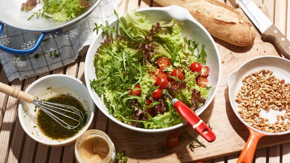 Sommerlicher Salat mit Würze-Dressing