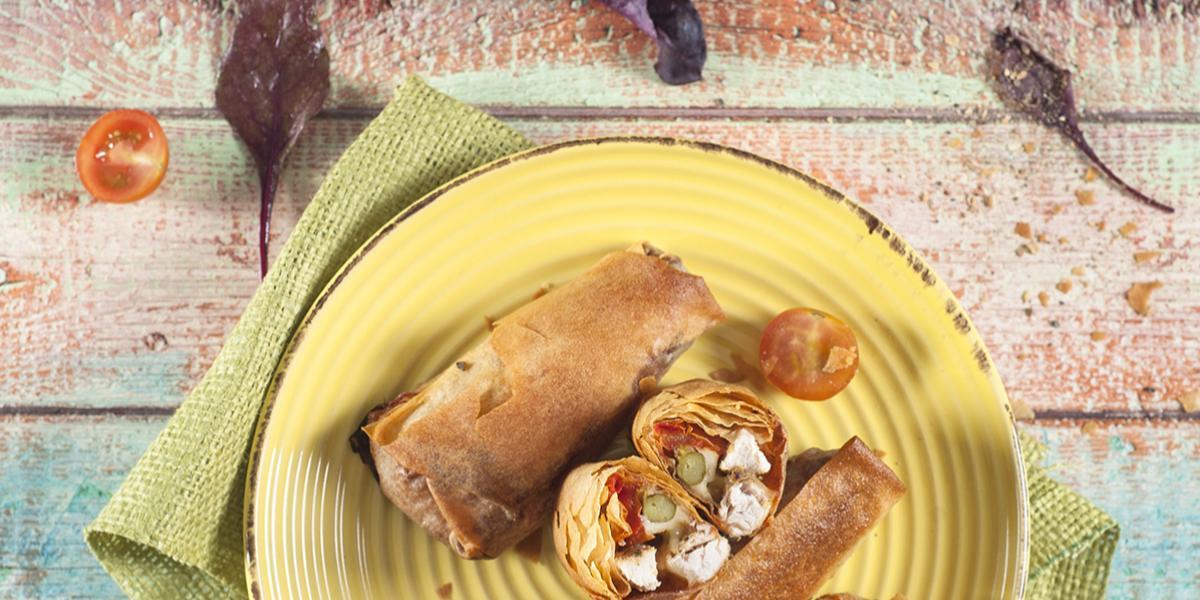 Rollitos de Masa Filo Rellenas con Pollo Jugoso Ajo y Cebolla