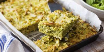 Pesto chicken noodle bake