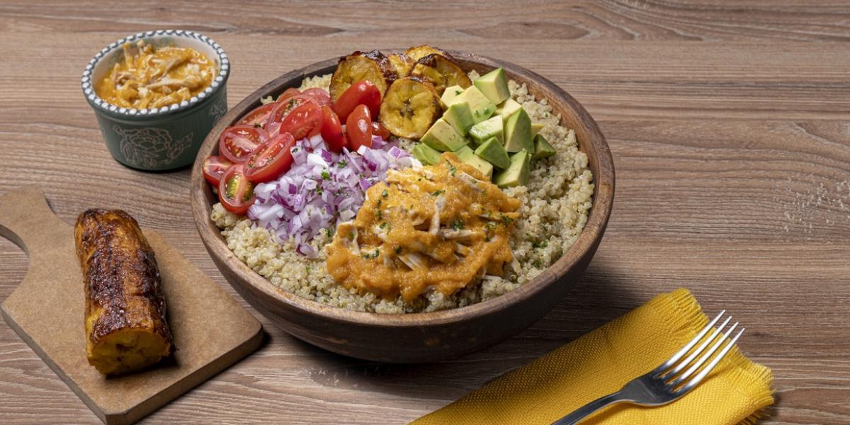 Bowl de quinua con seco de pollo
