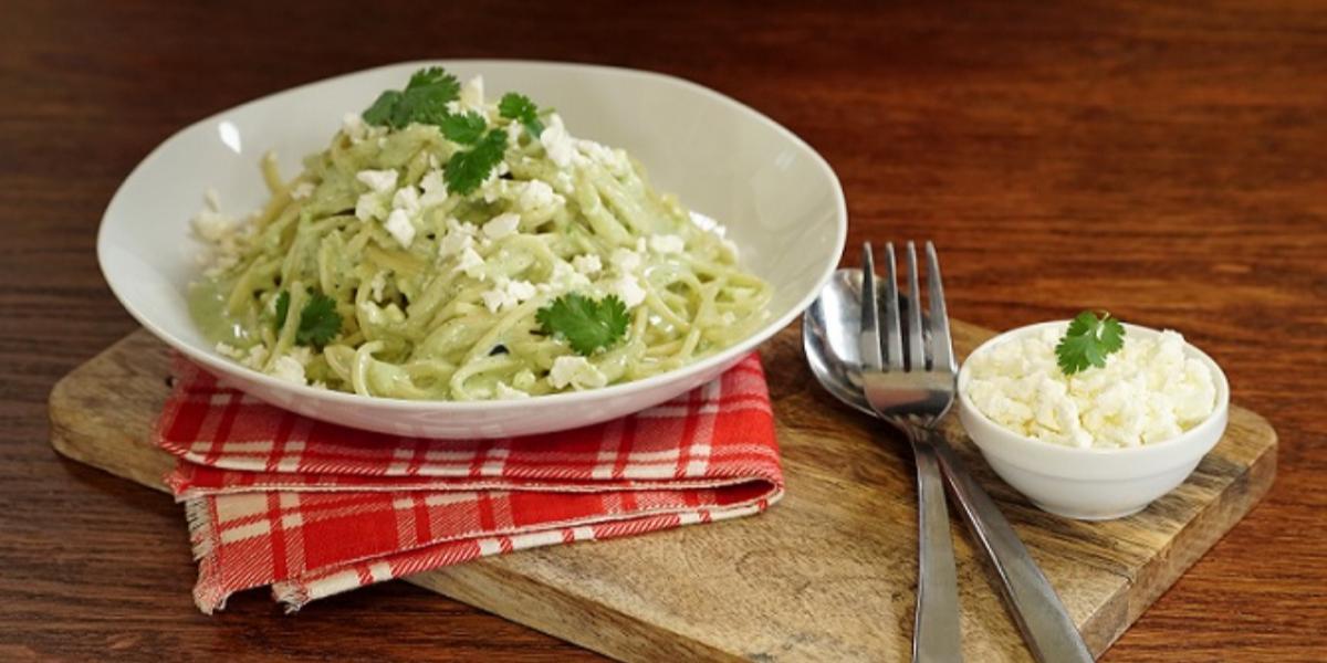 Espagueti con salsa de cilantro y poblano