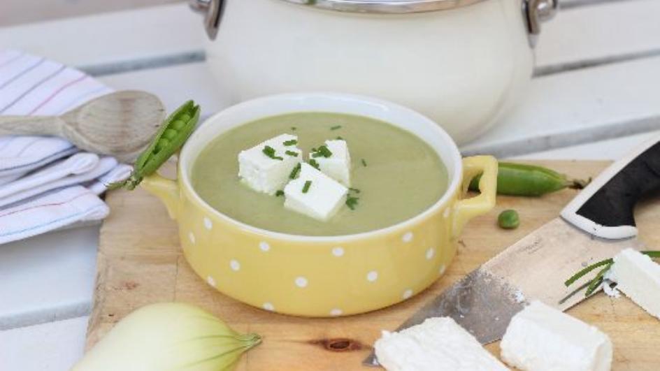 Zupa z młodych strączków groszku cukrowego