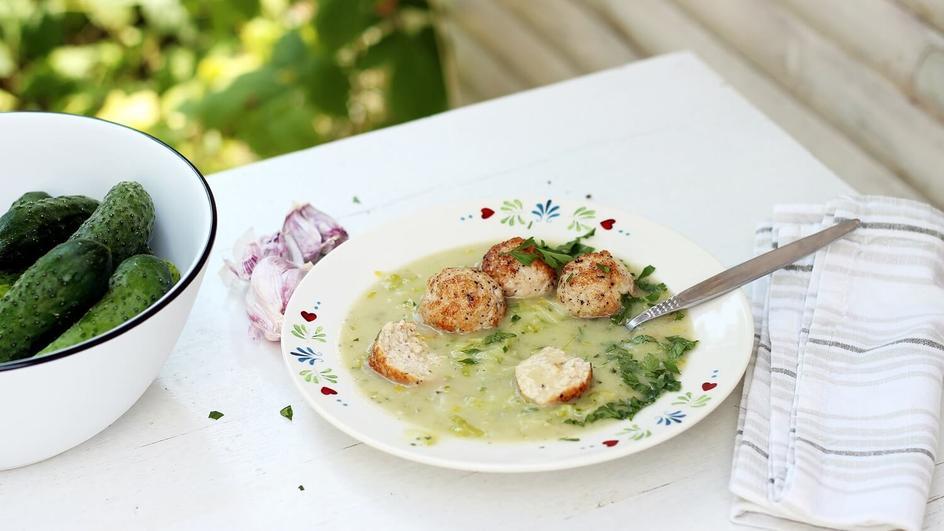 Zupa ze świeżych ogórków z pulpecikami