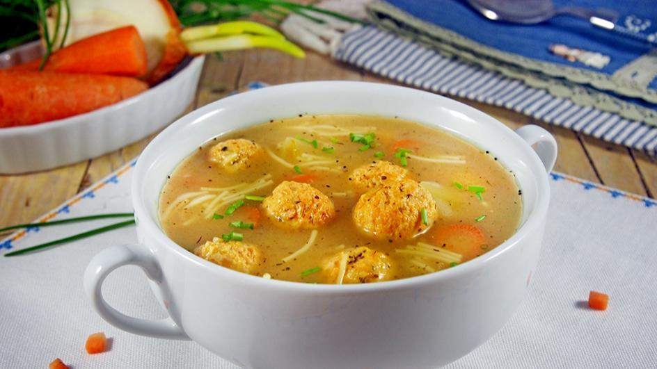 Шарена супа топчета
