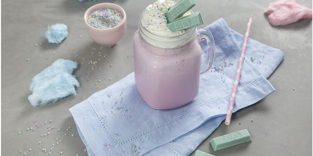 milkshake-com-kitkat-cotton-candy-Receitas-NESTLÉ