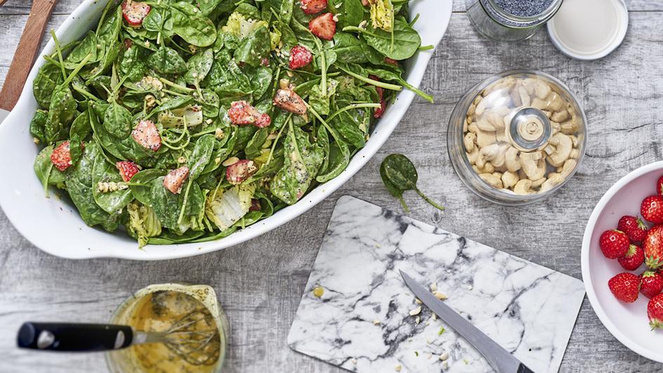 Mohn-Dressing mit Sommersalat
