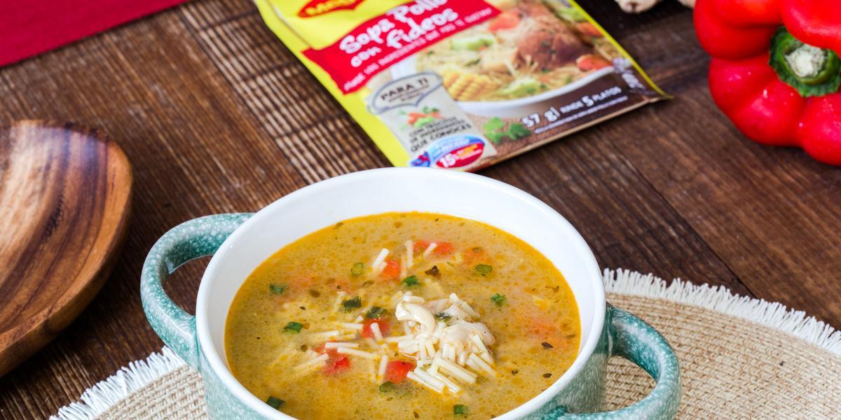 Sopa de Pollo Estilo Oriental