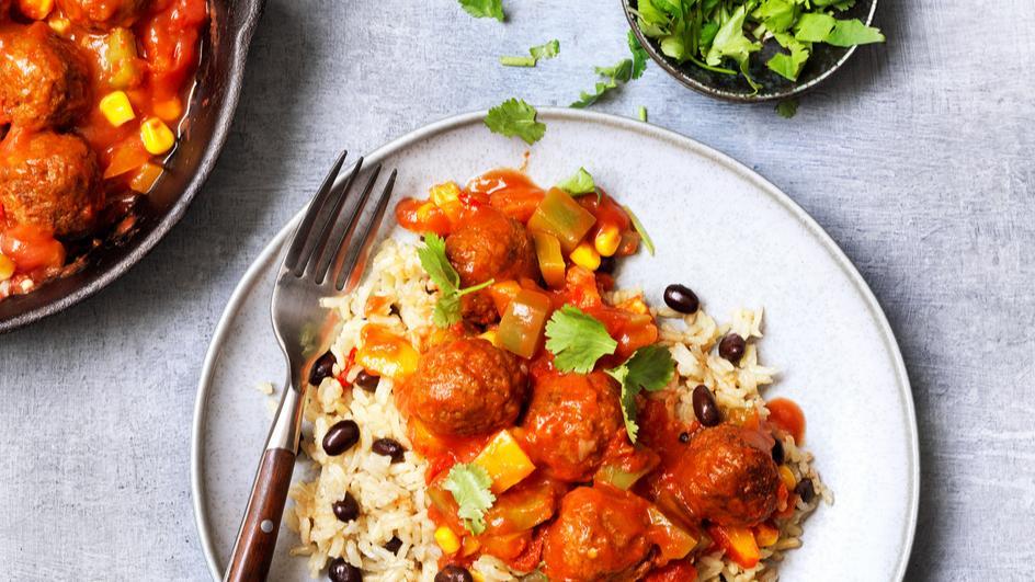Vegetarische Bällchen mit Reis und Gemüse