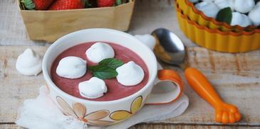 Zupa dla dzieci – truskawkowa z bezikami