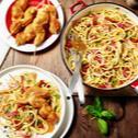 Cordon bleu Spieße auf Tomaten-Balsamico-Spaghetti