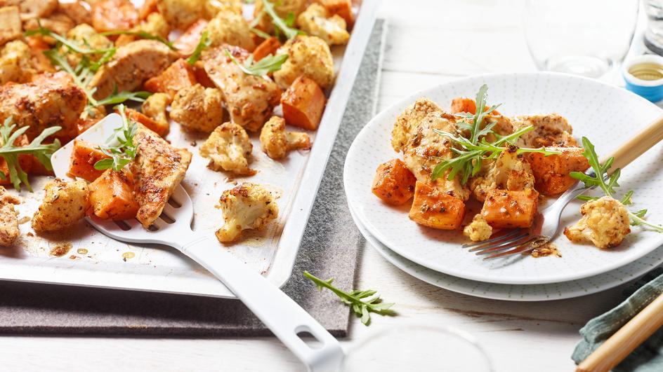 Hähnchen mit geröstetem Blumenkohl und Süßkartoffeln