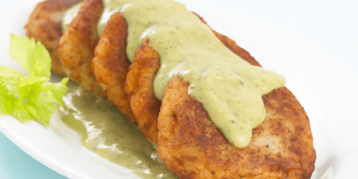 Tortitas de papa y atún con salsa verde