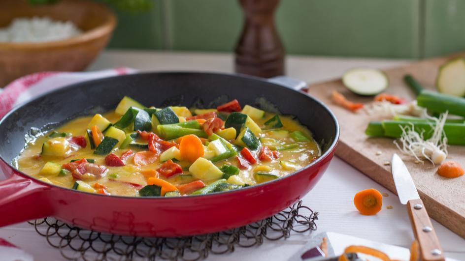 Gemüsepfanne mit feiner Curry-Sauce
