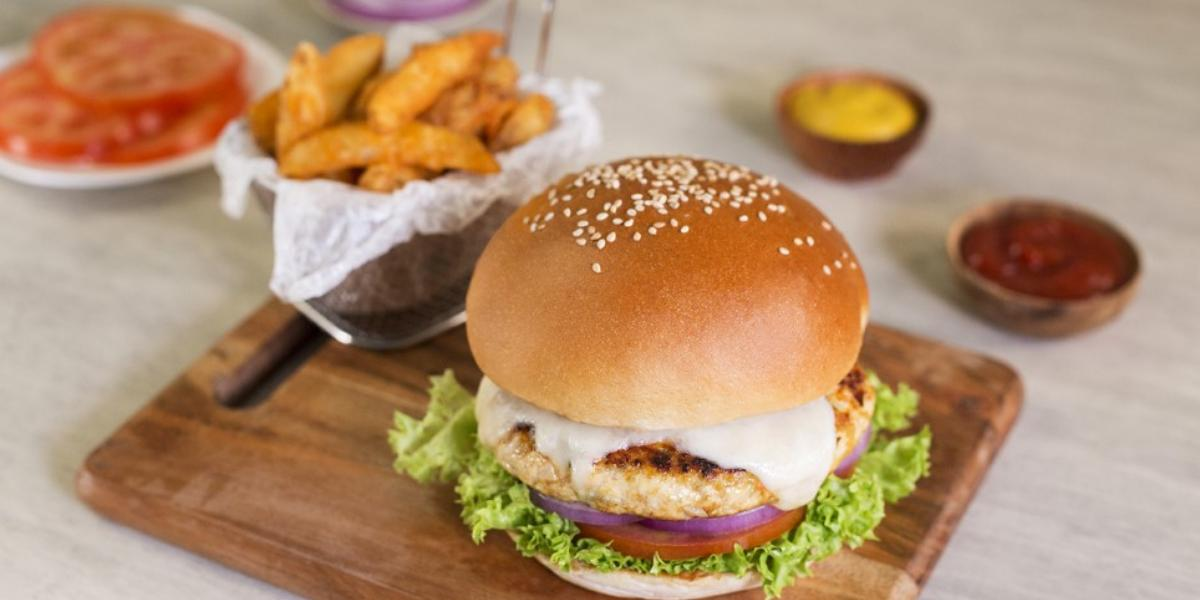 Hamburguesa de pollo y vegetales