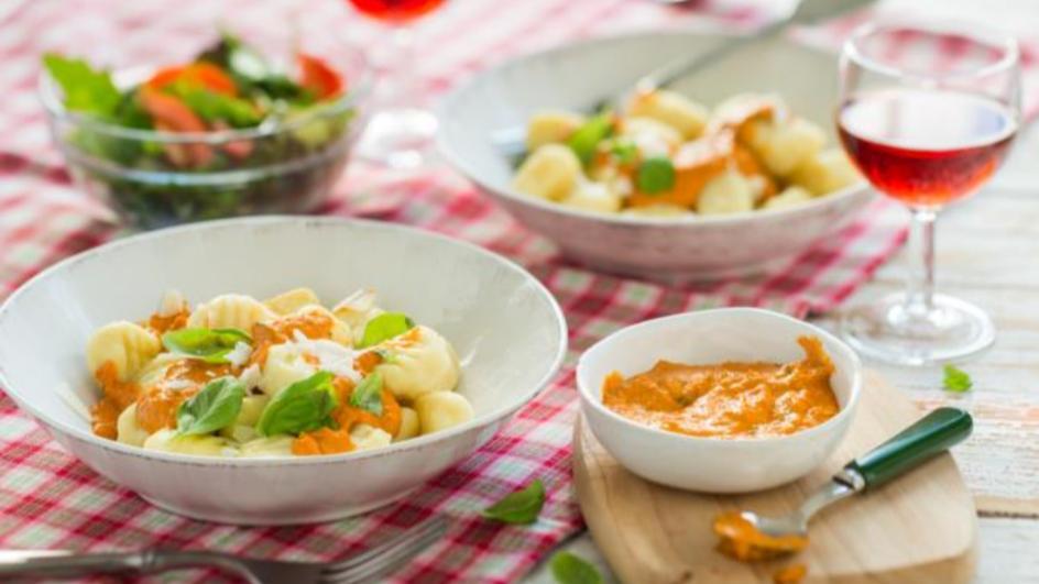 Parmesangnocchi mit Paprikapesto
