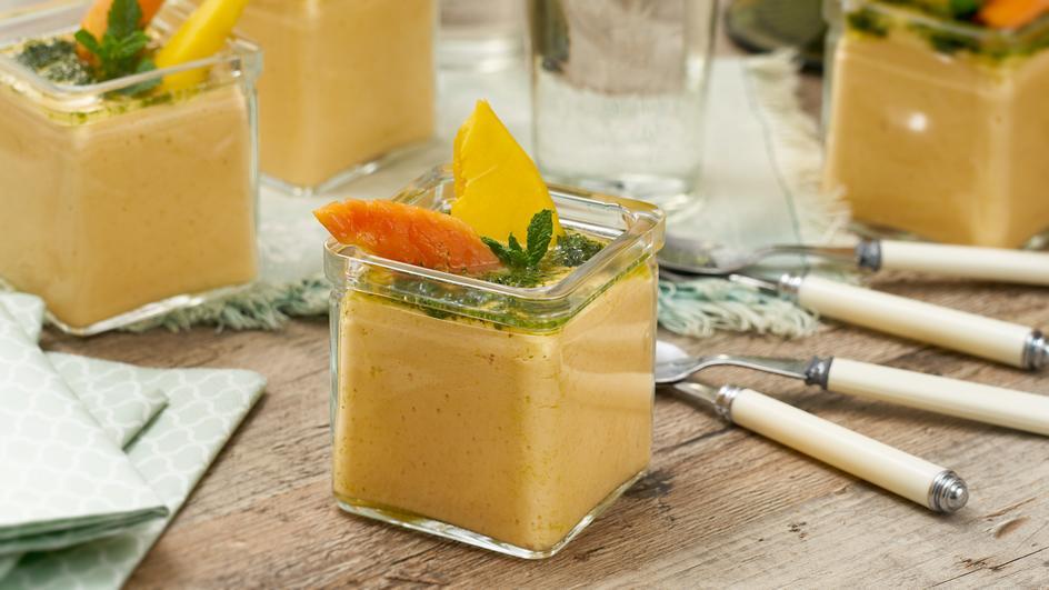 Mango-Papaya-Creme mit Minze-Sirup