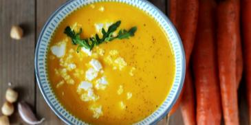 Zupa marchewkowa z serem feta