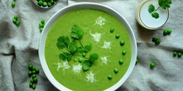 Orientalna zupa krem z zielonego groszku z mleczkiem kokosowym