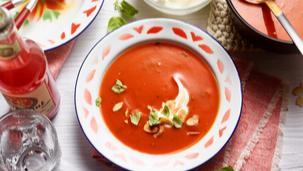 Tomatensuppe mit Mascarponecreme