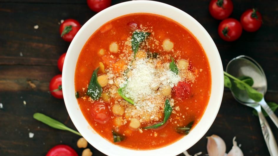 Hiszpańska zupa z ciecierzycy