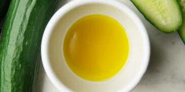 Zupa ze świeżych ogórków z balsamicznym sosem miodowo-cytrynowym