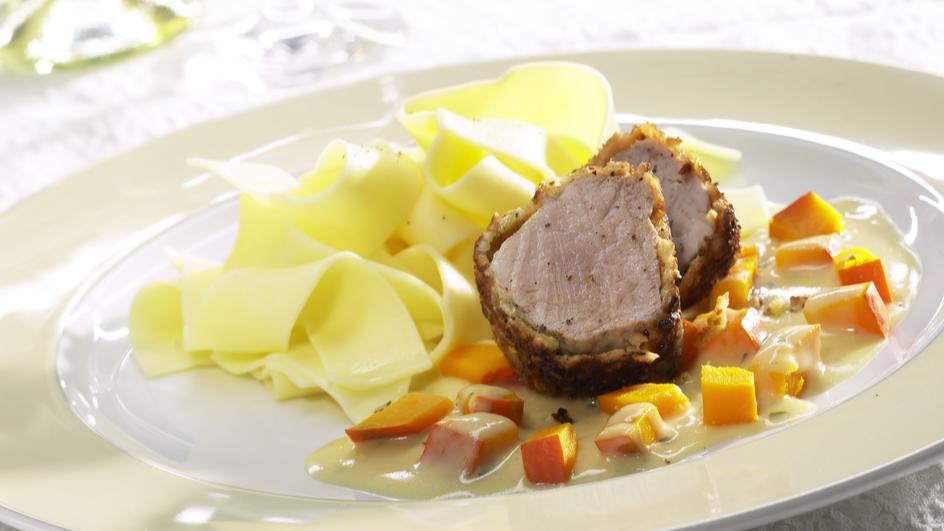 Schweinefilet mit Nusspanade in Kürbisrahm