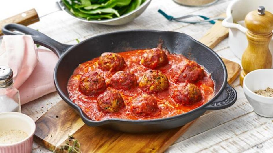 Nussbällchen in Tomatensauce