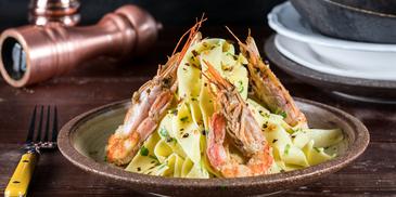 Ζυμαρικά με γαρίδες από τον Άκη Πετρετζίκη