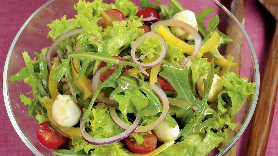 Bunter Salat mit Würze-Vinaigrette