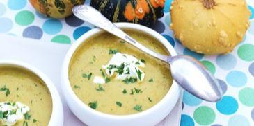 Zupa z pieczonych warzyw z serem kozim i czubrycą zieloną