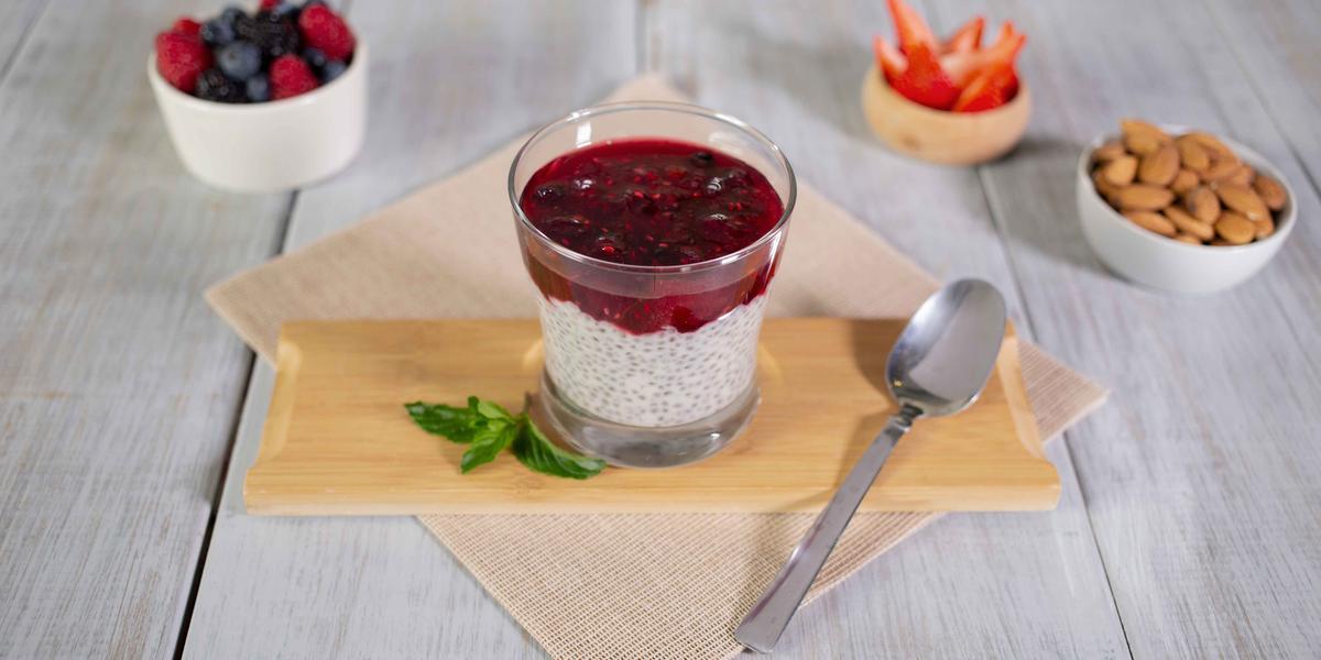 Copa de chía con frutos rojos