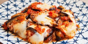 Патладжан с моцарела и домати на фурна
