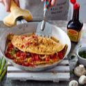 Wiejski omlet z boczkiem i warzywami