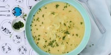 Tradycyjna zupa kalafiorowa