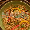 Spaghetti à la sauce soja aux blancs de poulets émincés