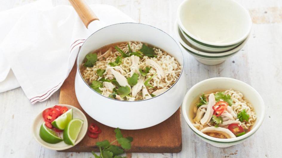 Supa asiatica de pui cu noodles