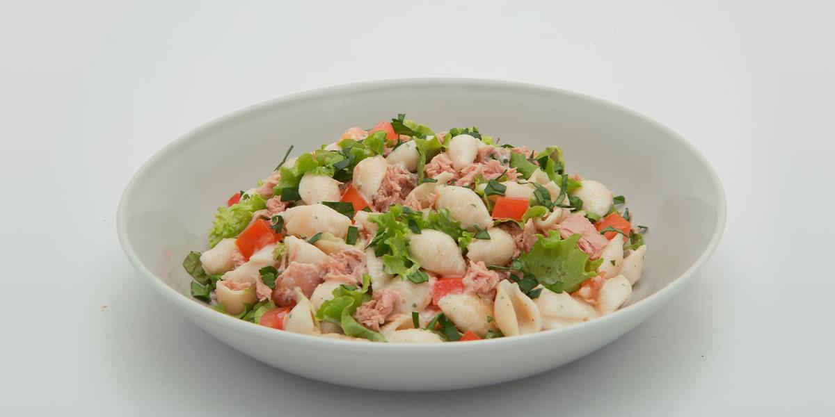 Ensalada de conchas en salsa carbonara y atún