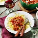 Vegane Soja-Bolognese mit veganem Parmesan