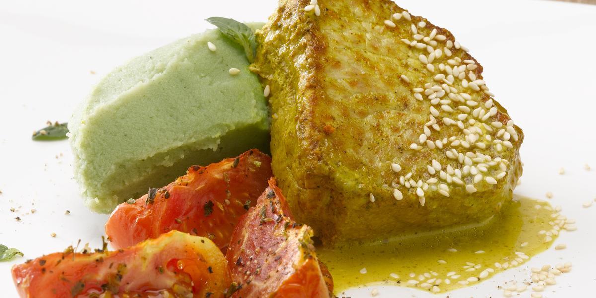 Lomo de Cerdo al Curry con Puré de Albahaca y Tomates glaseados