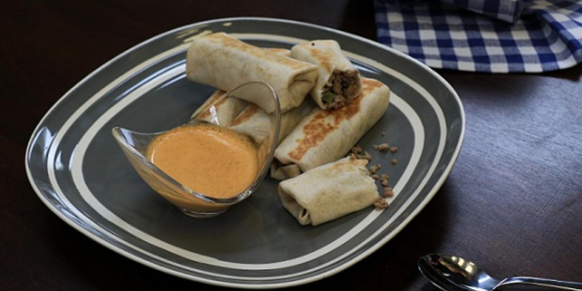 Burritos de carne con dip de chorizo
