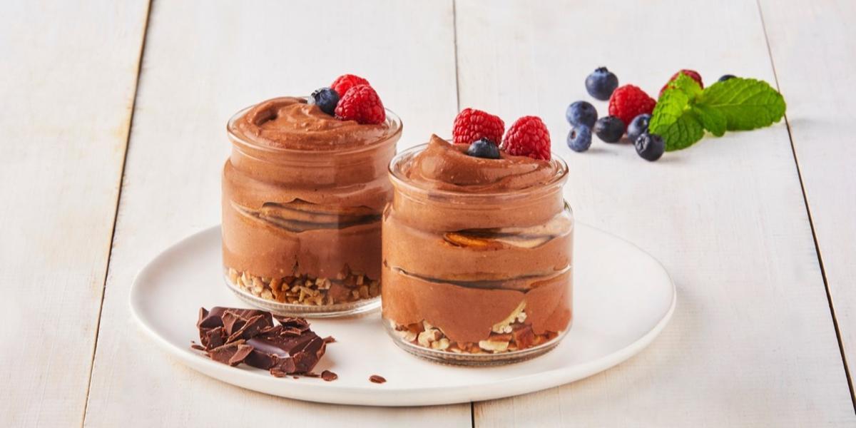 Postre de chocolate con nuez