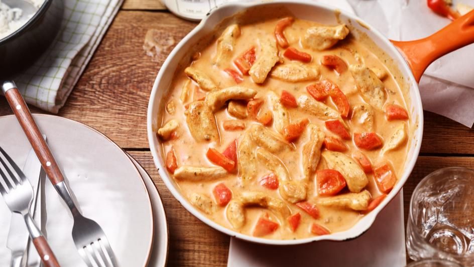 Hähnchen-Rahm-Geschnetzeltes mit Paprika