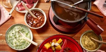 Fleisch-Fondue mit dreierlei Saucen