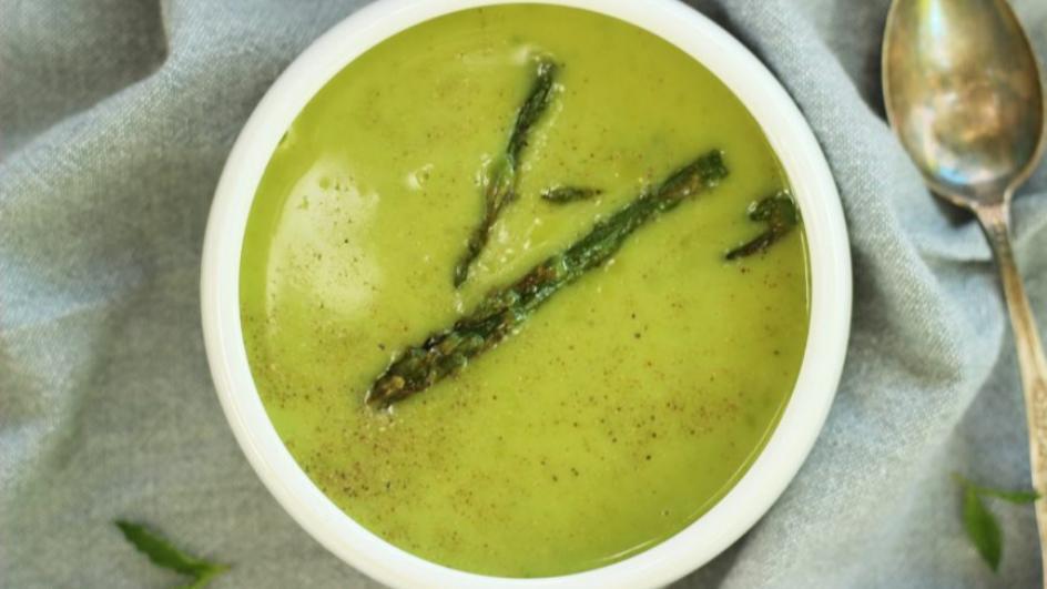 Zupa groszkowa-krem z pieczonymi szparagami
