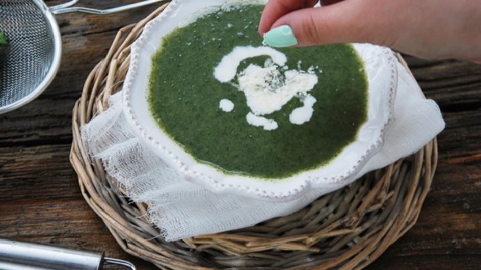 Moc witamin, czyli zupa z pokrzywy z parmezanem